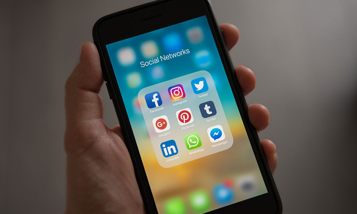 How to Integrate Social Media Content Into Your Website - The Digital Den - Declan Kay